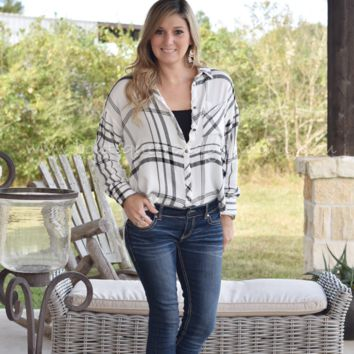 BEST MEMORIES OVER-SIZED PLAID BUTTON UP TOP