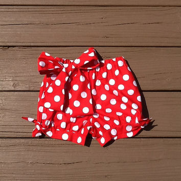 Girls Bubble shorts. Fabric bow & tie detail. Mod Red white polka dot. Red white polka dot fabric bow. By EverythingSorella