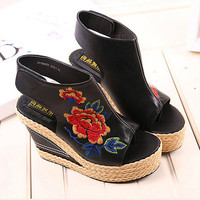Flower Embroidery National Wind Hollow Out Peep Toe Platform Sandals