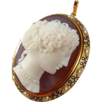 Fabulous and rare hand carved gemstone, Italian cameo framed in 18K solid gold, pearls, enamel, hallmarked, museum quality