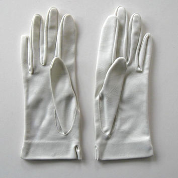 Vintage Dress White Gloves, Mock Leather, circa 1950's, Women's accessory, Wedding