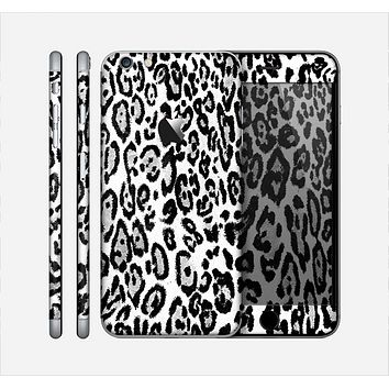 The Black and White Snow Leopard Pattern Skin for the Apple iPhone 6 Plus