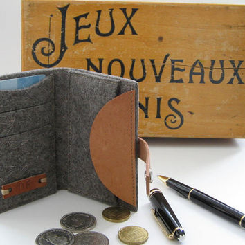 Cool personalized Credit card Coin wallet. Eco friendly natural grey Wool felt -vegetable tanned Leather - Industrial Design - Handmade