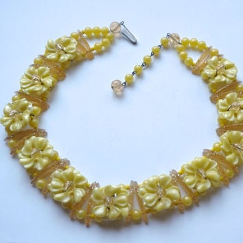 Vintage Necklace, West Germany, Yellow Flower Necklace, Unusual Necklace, Yellow Choker, Vintage Jewelry, Yellow Necklace, Confetti Lucite