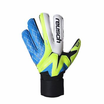 A pair of padded goalie gloves for football player High permeability PU goalkeeper gloves Football soccer goalkeeper gloves