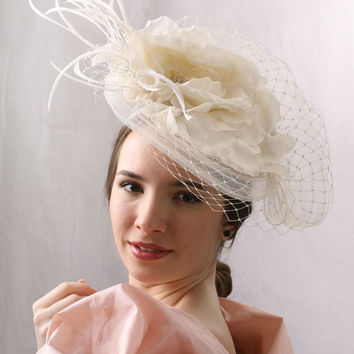 Veiled Cream White Wedding Hat, Evening Cocktail party Spring Summer Garden party, High Fashion Style Fascinator Ascot Derby cup