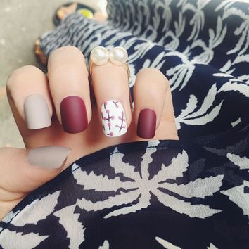 24Pcs Simple Fake Nails Vintage Wine Red White Flower Solid Square Artificial Nail Tips with Glue Sticker for Office Home Party