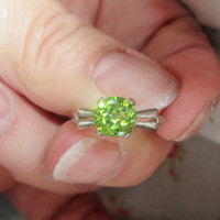 Vintage 1.50 ct Rare Green Zircon Art Deco Ring 10 kt White Gold Promise Ring Engagement Alternative Ring One of A Kind