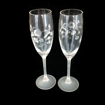 Champagne Glasses, Champagne Flutes, Wedding Flutes, Avon Hummingbird,  Etched Crystal