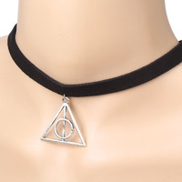 2016 new fashion minimalist 10mm black velvet collar necklace selling Harry Potter films triangle pendant for woman N317