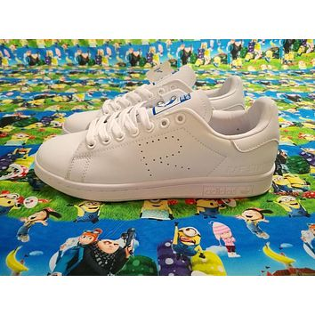 Adidas Originals Stan Smith Shoes Design With The Letter R In Vamp