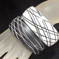 Pair Black White Bangle Bracelets, Modernist Abstract Line Design, Boho Summer Fun, Layering Jewelry, Timeless Style 318