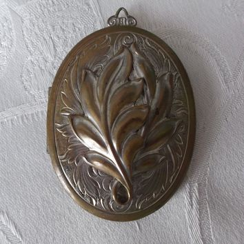 Vintage Art Nouveau Style Silver Plate over Brass Photo Locket