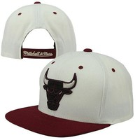 Mitchell & Ness Chicago Bulls Dark Neutrals Adjustable Hat - Cream/Red