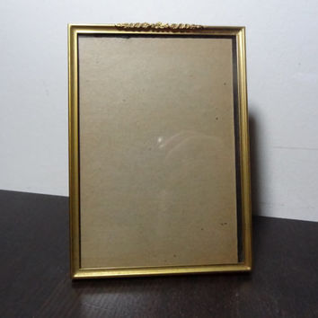 Vintage Unique 5 x 7 Brass Picture Frame - Plain Brass Border with a Dainty Floral Garland On Top - Hollywood Regency