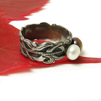 Sterling silver metalwork ring with perls, ornament band