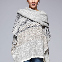 Wrapped up in me Poncho in Grey