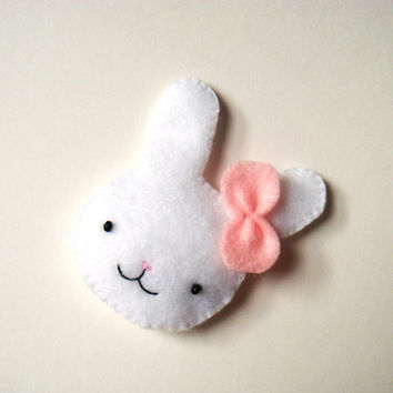 Felt brooch Cute Bunny Rabbit Badge Pin Woodland Animal White Pastel Pink Fasihon Accessory