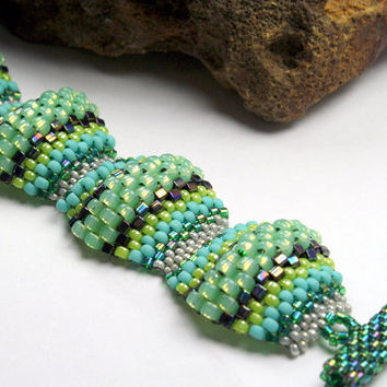 Beadwoven bracelet, peyote stitch flat cellini design, OOAk handmade, blue and green