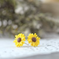 Daisy Sunflower Post Earrings. Sunflower Earrings. Daisy Flower Post Earrings. Yellow Flower Studs Earrings. Sweet. Feminine. Vintage Style