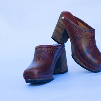 Vintage 70's Leather Tooled Wooden Heel Clogs Size 7-7.5
