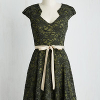 Mid-length Short Sleeves A-line Sweet Staple Dress in Moss