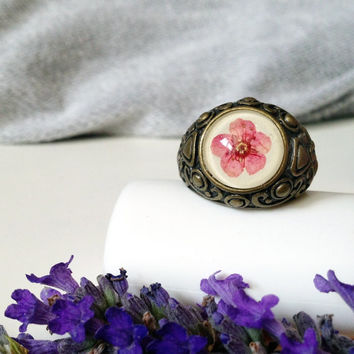 Pressed flower ring -  cute flower ring - boho ring - pink flower ring - pressed pink real flower and glass cabochon over beige leather