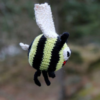 Bonnie Bumblebee knitting pattern for beginners and advanced knitters, spring gift and decoration, easter, gift for kids and adults