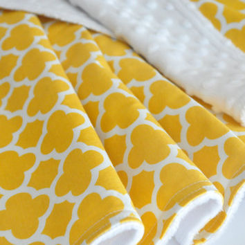 Baby Blanket Quatrefoil,  yellow and white in Riley Blake fabric