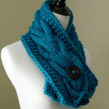 Women's Chunky Cable Knit Short Scarf in Turquoise Blue with an Espresso Brown Natural Wood Button