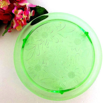 Vintage 1930s Jeannette Glass Green Footed Cake Plate Sunflower / Daisy Pattern Depression Glass, 10 inch antique serving platter cake stand