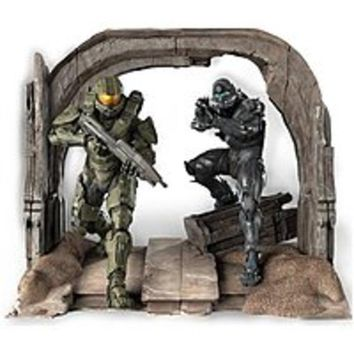 NOB Microsoft CV4-00004 Halo 5 Limited Collectors Edition - First Person Shooter For Xbox One - Commemorative Statue of the Master Chief and Spartan Locke by TriForce - Digital Download - No Disc