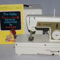 1960s Singer Little Touch and Sew Childs Sewing Machine # 67A2