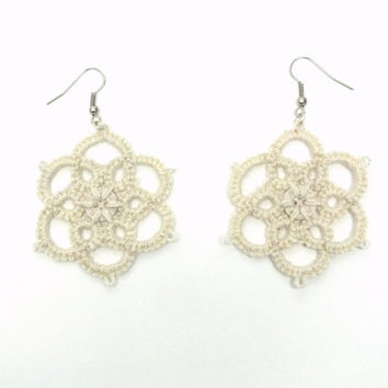 Ivory tatted earrings, 8 petals flowers tatted lace earrings, flower tatting earrings, flower with button  tatting earrings,beige lace flowe