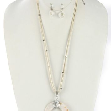 White Oyster Shell Finish Round Pendant Necklace And Earring Set