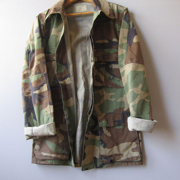 Vtg US Camo Military Jacket Shirt Woodland Grunge Combat Camouflage Faded Small Long