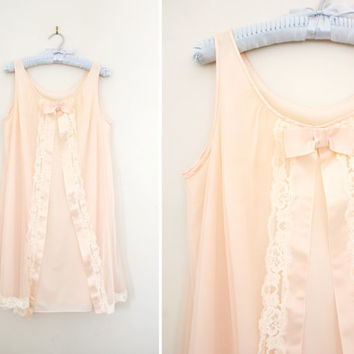 Vintage 1960's Baby Doll Nightie - Light Pink Ribbon and Lace Nightgown - Boudoir Lingerie - Size Small