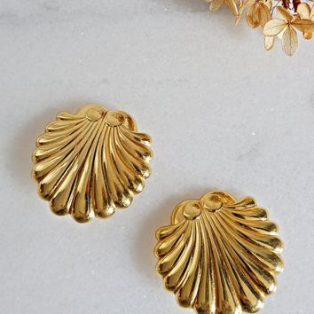 Vintage 1980s Golden Shells + Scalloped Earrings