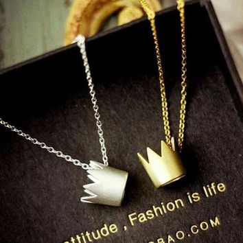 DCC3W Fashion stereoscopic crown necklace