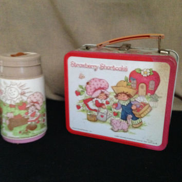 Strawberry Shortcake Lunch Box and Thermos American Greeting Corp. 1980 Aladdin Ind Inc Nashville Tenn