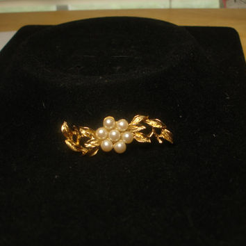 Vintage Flower Faux Pearl Pin Brooch signed Richelieu