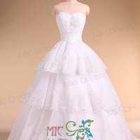 Sweetheart sleeveless floor-length organza with appliques and flowers wedding dress