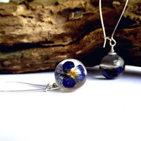 Sphere shape clear resin earrings with real blue Pancy flowers Resin jewelry Real flower earrings Botanical dangle earrings Mothers day gift