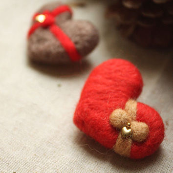 Knitted Red Heart Shape Chocolate Brown Gift Box Wool Brooch Hand Felted Ribbon Winter Hair Clip Bobby Pin Child Jewelry Christmas Gift Idea