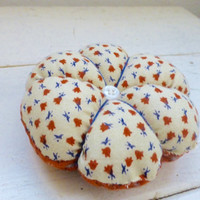 Fabric pincushion, sewing pincushion, quiliting pincushion, quilter's gift, ready to ship, hand sewing, needle holder, pincushion for sale