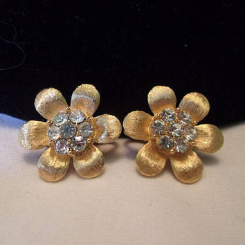 Trifari Rhinestone Flower Earrings Vintage Textured Shiny Gold Plate Designer Clip On 7/8""