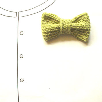 Hand Crocheted Bow Brooch, Green Pin Accessory, Handmade with Wool Yarn, Woodland Rustic Moss Light Avocado, Fiber Art Jewelry Embellishment