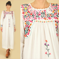 ViNtAgE 60's 70s Floral Oaxacan Embroidered White Mexican Maxi Dress // Cotton Artisan Handmade Hippie BoHo Wedding // Small S
