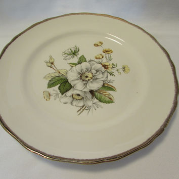 Vintage Hallmark Cannonsburg White and Yellow Flower Plate