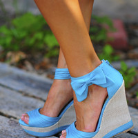 Sass With A Bow Wedge: Turquoise | Hope's